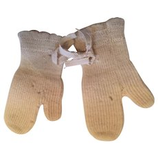 Pair of Circa 1940s Hand-Knit White Woolen Mittens