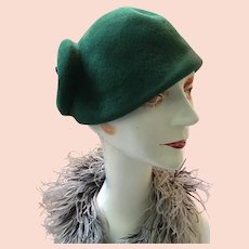 1920s Lady's Forest Green Velour Jaunty Flapper Hat