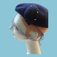 1940s - 50s Lady's Navy Blue Velvet Murphy Gamble Beret