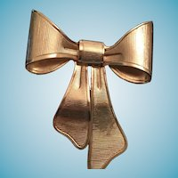 1980 Avon Gold-Colored Metal Bow Broach or Pendant
