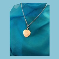 Heart-shaped Natural White Agate Pendant Necklace