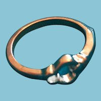 Silver-Toned Band Ring with a Knot-Shaped Crown