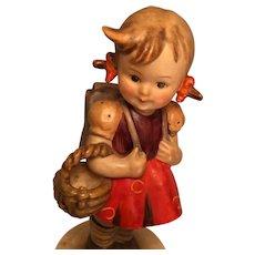 Vintage Goebel  'School Girl' Hummel figurine Marked . 81/0