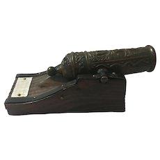 Circa 1970s Miniature Bronze Spanish Miniature Mortar Cannon Model