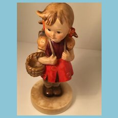 1950s-60s Goebel 'School Girl' Hummel figurine with Open Bee Mark