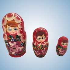 Circa 1960s set of 3 Traditional Russian Matryoshka Nesting Babushka Dolls