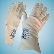 1950s Size 7 1/2 White Gloves with Blue Embroidered Flowers