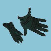 1950s- 60s Forest Green Wrist Length Size 7 Nylon Gloves