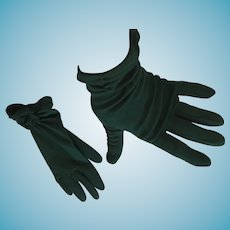 1950s- 60s Forest Green Wrist Length Size 7 Nylon Gloves