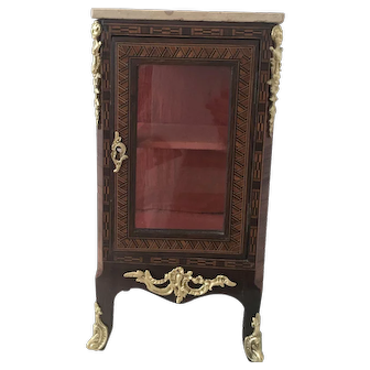Elegant Antique French Miniature Vitrine, 19. th Century for an early Doll
