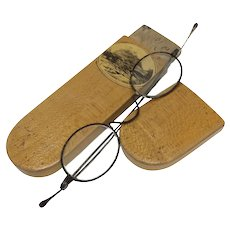 Scottish Treen Spectactle Case with Spectacles