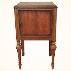 Fine Georgian mahogany bedside cabinet/cupboard