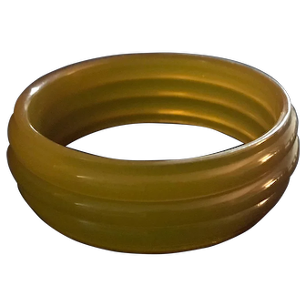 Rare Unique Art-Deco Ribbed Bakelite Bangle - Deeply Carved - Tested
