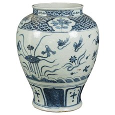 Japanese Edo period blue and white baluster vase