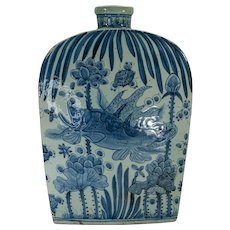 Large Chinese blue & white shouldered vase in under water scene