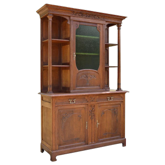 Antique French Art Nouveau Buffet in Carved Chestnut Wood, circa 1900