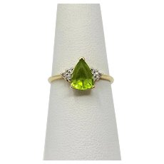 10k Yellow Gold Vintage Pear Cut Peridot and Diamond Ring Size 7