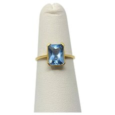 14k Yellow Gold and 1.8ct Natural Blue Topaz Solitaire Ring Size 4.5