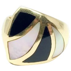 14k Yellow Gold Black Onyx and Mother of Pearl Inlay Ring Size 7