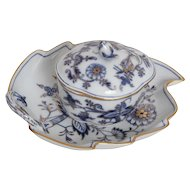 Pair of Meissen Blue Onion Rich Pattern Serving Pieces