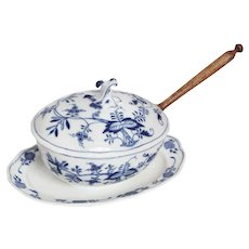 Meissen Blue Onion Tureen or Gravy Boat with Underplate and Spoon