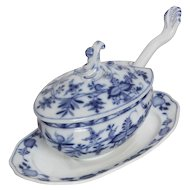 Meissen Blue Onion Gravy Boat with underplate