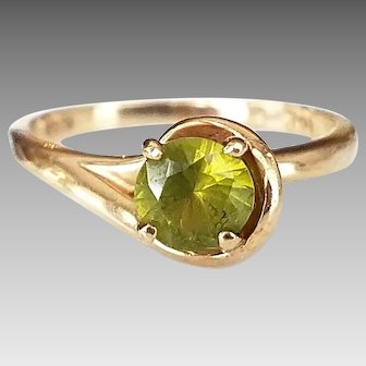 Vintage 10K Gold Solitaire Peridot Gemstone Ring, August Birthstone, Size 5.25