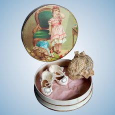 Antique shoes and hat for Mignonette doll in beautiful box - Circa 1890