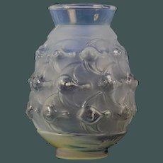 "Art Deco opalscent vase by Sabino French Art glass decor ""Platax"""