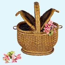 Small Antique French 19th century small doll wicker picnic basket in excellent condition.