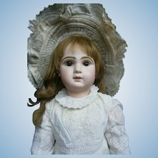 """22""""(56cm) Antique french bebe jumeau 10 in white cotton dress."""
