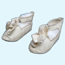 Doll's size white shoes  MARK  bee JUMEAU  size   10