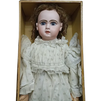 "35""·(86cm)grand size 16 Bebe JUMEAU  blue-eyed, with superb costume,  & chemise  boxed set."