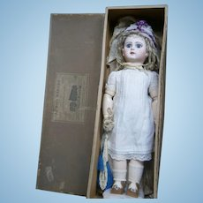 "22"" antique  french bebe RECLAMÉ JUMEAU size 10 for AU BON MARCHE store- preserrved in BOX,  with history travel."