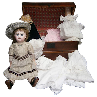 "17""(43CM)FRENCH BEBE JUMEAU antique doll  size-7, marked shoes BEE 7, blue-eyed/ trunk and trousseau full of clothes."