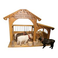 "15""(32cm)FRench Antique ""Vacherie Modele"" wood toy stables with 3 cows and accessories  anciennes."