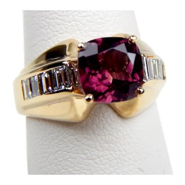 14 kt Yellow Gold Rhodolite GARNET & Baguette DIAMOND Ring Size 6 1/4 B0024