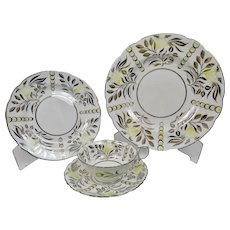 Wedgwood China Indus Pattern 4 Piece Place Setting Yellow Flowers Hearts Silver Lustre c.1950's