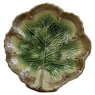Majolica Begonia Single Leaf Dish Plate Vibrant Colors