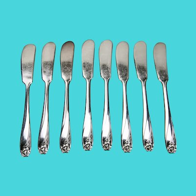 Daffodil Pattern Individual Butter Spreaders 1847 Rogers Bros. International Silver Plate Set Of 8