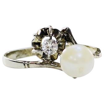 18k White Gold Ring Diamond & Cultured  Pearl