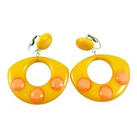 BIG Vintage 1940s 50s Handmade Yellow Bakelite with Inlaid Faceted Orange Plastic Dots Dangling Clip EARRINGS