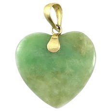 LOVELY Vintage 1950s 60s Chinese 14K Gold & Hand Carved Vivid Green Jadeite Jade HEART Design PENDANT