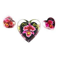 GORGEOUS Vintage 1940s Gem-Tone Hand Carved Lucite ORCHIDS Heart-Shaped Brooch & Earrings SET