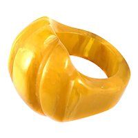 BIG 1930s 40s Handmade Carved Marbled Butterscotch Bakelite Cocktail Style RING - Size 4.5 US
