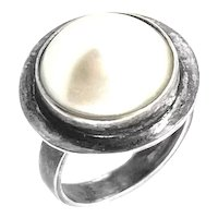 LOVELY Vintage 1980s 90s Pepe Cerroblanco Handmade Sterling Silver & Freshwater Pearl Mexican Modernist RING - size 7 US