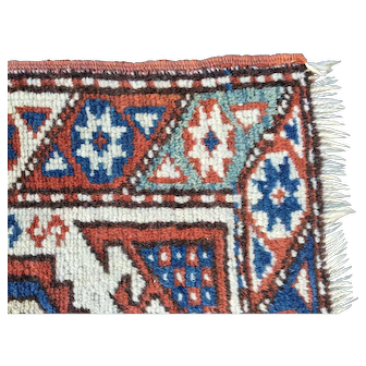 Vintage hand knotted Bergama. All vegetable dyed wool. Turkish Caucasian 3 x 4, excellent condition.