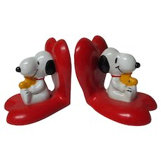 Pair of Vintage SNOOPY Valentine's Day Heart Bookends