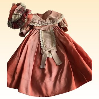 SILK TAFFETA Dress and Bonnet to fit 20 inch Doll