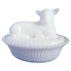 Vintage Kemple Milk Glass Lamb On Split Rib Base Covered Dish
